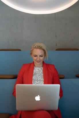 Kommunikatorin Julia Breitkopf (Foto: kataneva photography), Verena Bender, PR, Personal Branding, Blog, Be your Brand, Podcast, Sichtbarkeit, Personenmarke, Coach