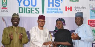 Chairman Code of Conduct Tribunal Justice Danladi Umar presents Campus Journalist of the Year to Maryam Abdullahi at 2019 Campus Journalism Awards