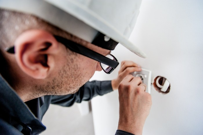 electrician-1080554_1280-1.jpg