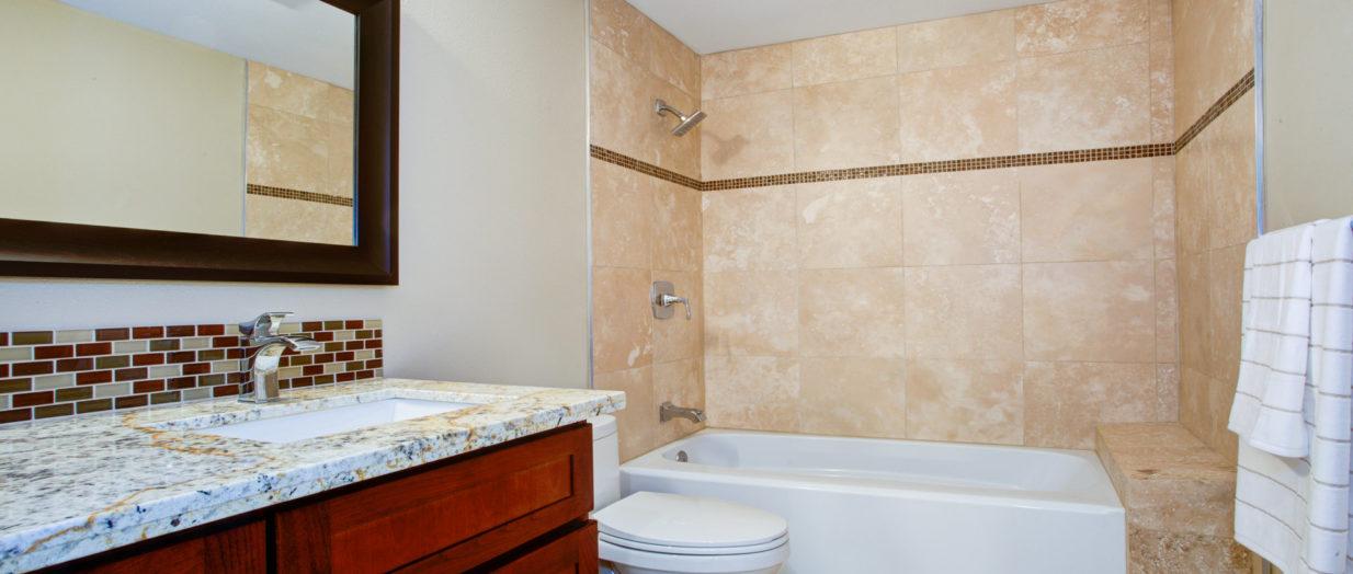 bains avec le bon carrelage mural