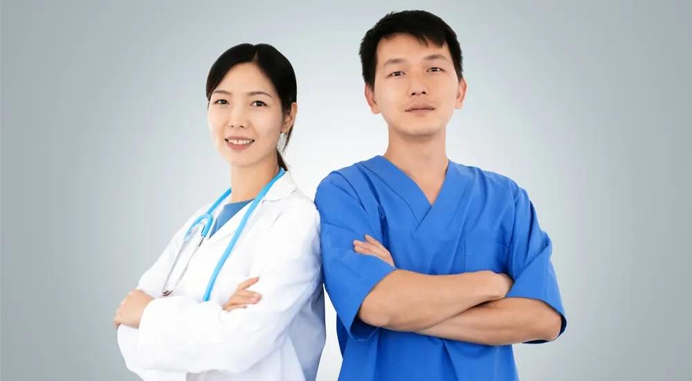 将来性にあふれた医師の資格を持った男女