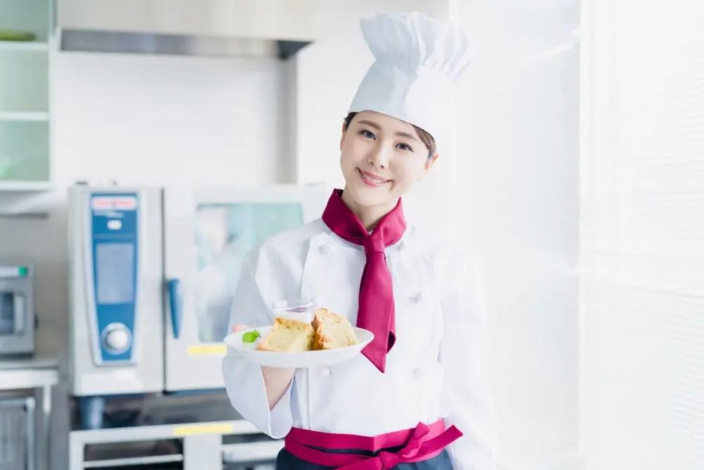菓子製造技能士・パティシエが菓子作りをする