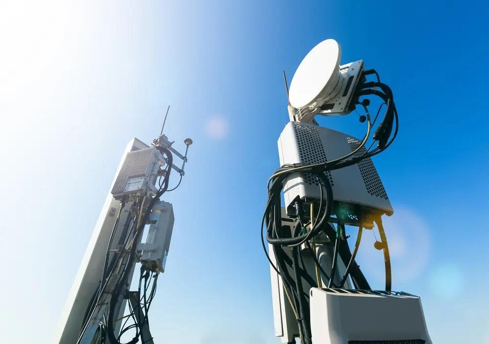 陸上特殊無線技士が点検する無線設備施設