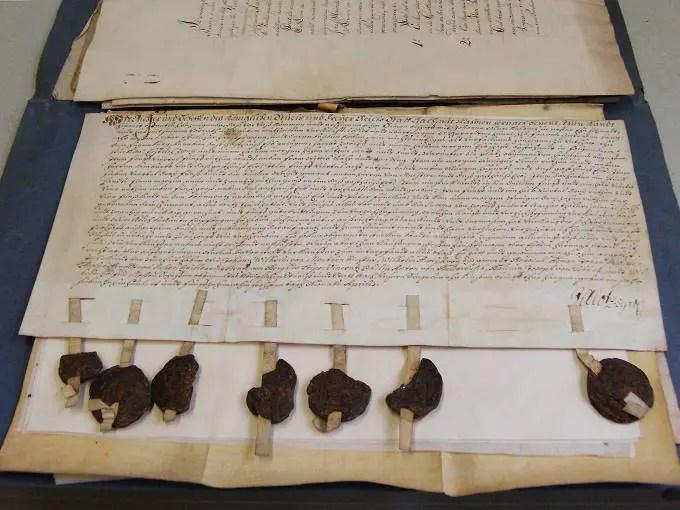 Ahnenforschung - historisches Dokument mit Siegeln