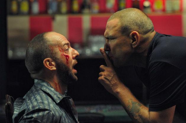 — Я тебя помню, мужик! Ты Большой Крис! — Заткнись. Я зло.