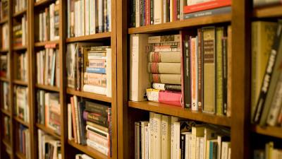 Bookshelf by Stewart Butterfield / CC