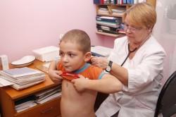 Как снять когда чешешься у ребенка. Как убрать кожный зуд у ребенка. Чем снять сильный зуд при аллергии в домашних условиях