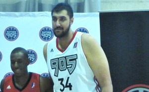 Sim Bhullar leaning in for the Raptors 905