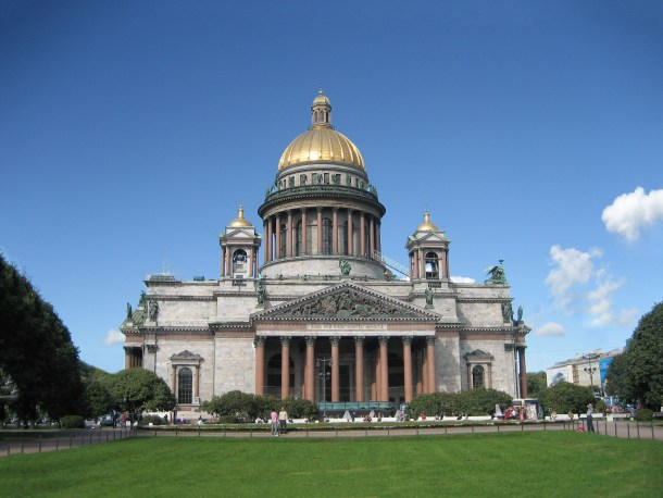 What to do in St. Petersburg in 1 day? Check out the Isaac's Cathedral and climb the dome for a stunning view across St. Petersburg