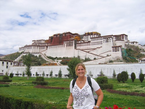 7days in Tibet, Probe around the Globe in front of the Potala Palace in Lhasa