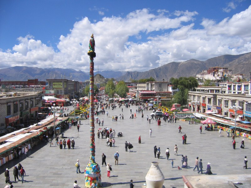 7 days in Tibet, visit Lhasa and the Jokhang temple at Barkhor Square