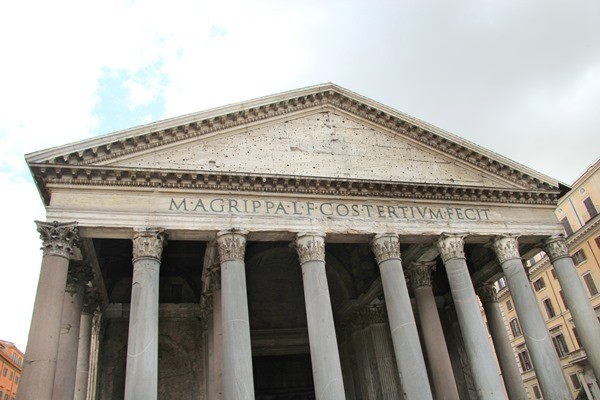 Visiting Rome is exciting but it can be overwhelming. It's easy to get church-struck in Rome. Which churches of Rome to visit? Which churches are worth your time? I'll give you my 9 most memorable churches of Rome and explain you why you need to visit these.