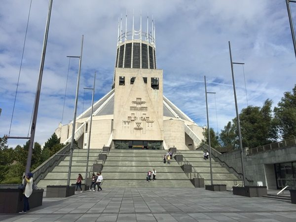 Do you plan for a short weekend get-a-way in the UK? I help you plan and prepare with my weekend guide with things to do in Liverpool, England.