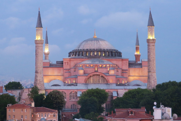 What is it like to travel to Istanbul during Ramadan for non-muslims? Read about my experiences during Ramadan in Istanbul, Turkey.