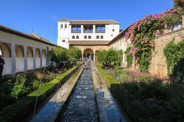 What to do when tickets for the Alhambra, the palace of Granada, Spain are sold out? I explain how to buy Alhambra tickets with the Granada Card, read more.
