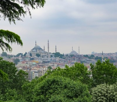 Visit the Dolmabahçe or Topkapi Palace in Istanbul?