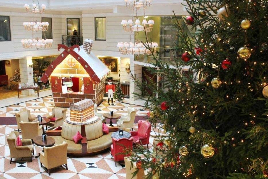 Will you travel to Europe for Christmas? Where to find Christmas hotels in Europe that are festive and homely? I give you the 18 most festive hotels in Europe to celebrate Christmas.