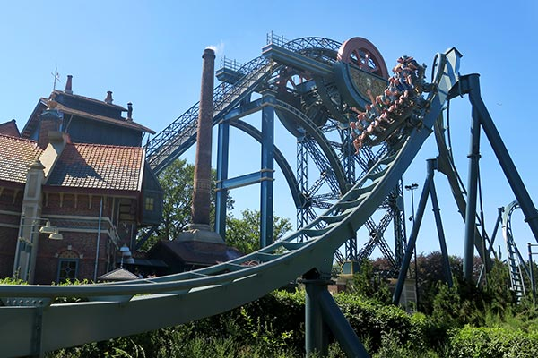 The Efteling is a family friendly theme park in the Netherlands. But what about dare devils? I highlight the Efteling Roller Coasters with my scream index and what you can expect with each roller coaster.