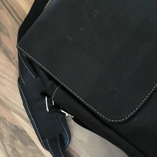 Businesstasche von Tikiwe schwarz Teil-Flatlay Probenqueen