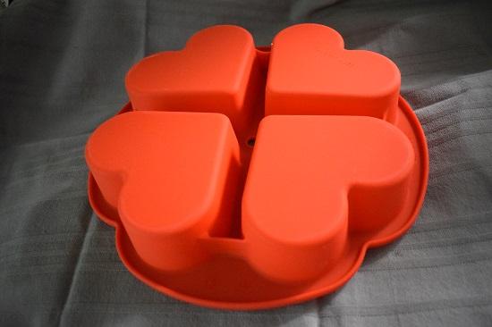 Pink your kitchen Silikonherzbackform rot Rückseite www.probenqueen.de