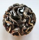 die Bronze ist angebürstet und somit bronzefarben