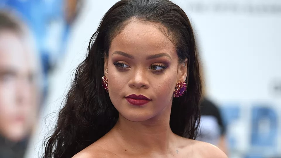Rihanna pide a sus seguidores eliminar Snapchat
