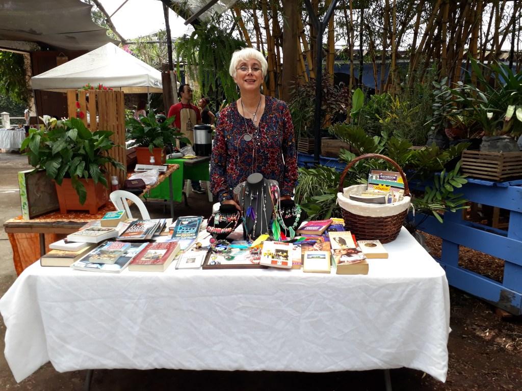 Ana Urbina, libros y artesanías
