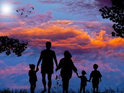 Ame-os com todo o seu vigor: eles não são e nem serão perfeitos, mas são a família que você tem. Se também tiverem consciência de si, como você tem agora, talvez consigam contribuir para a sua meta: vou torcer para que, juntos, em família, vocês consigam a renovação que tanto buscam!