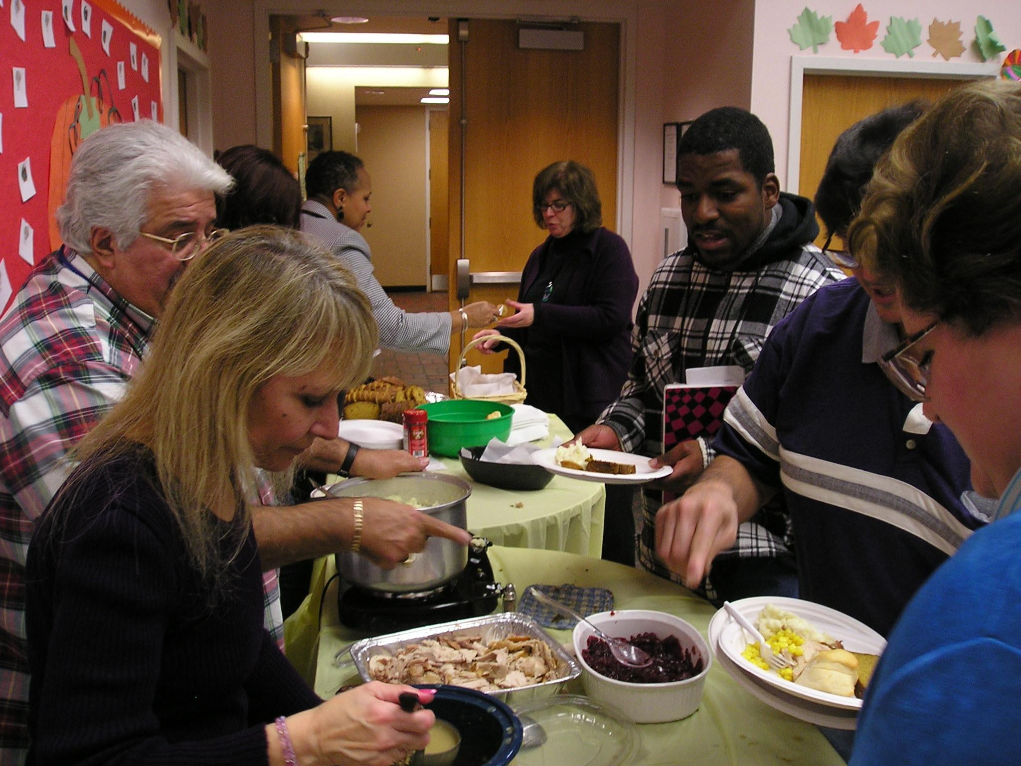 community-thanksgiving-dinner-014