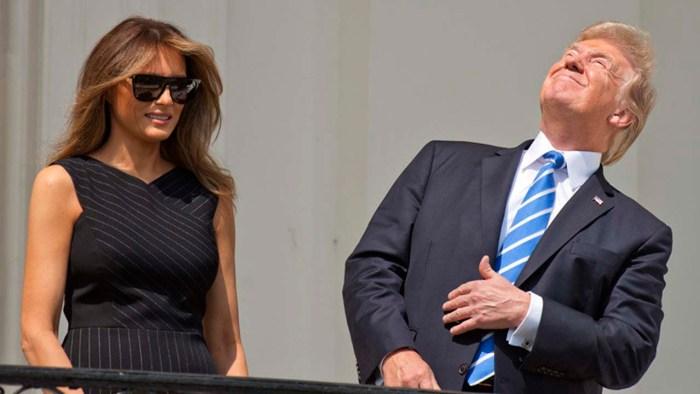 Donald-Trump-observó-el-eclipse-solar-sin-gafas