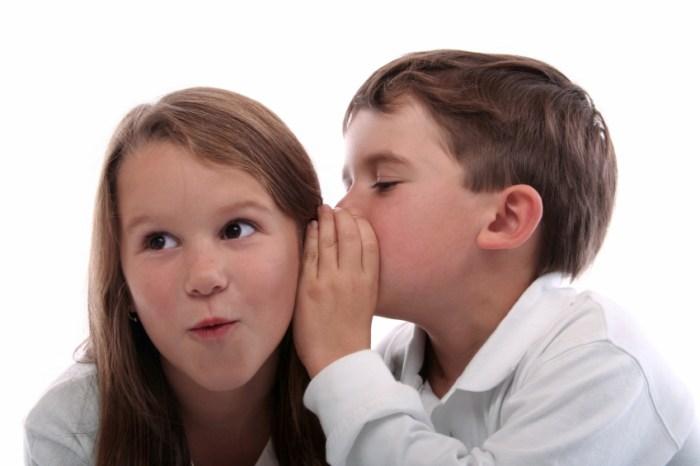 kids-sharing-secret