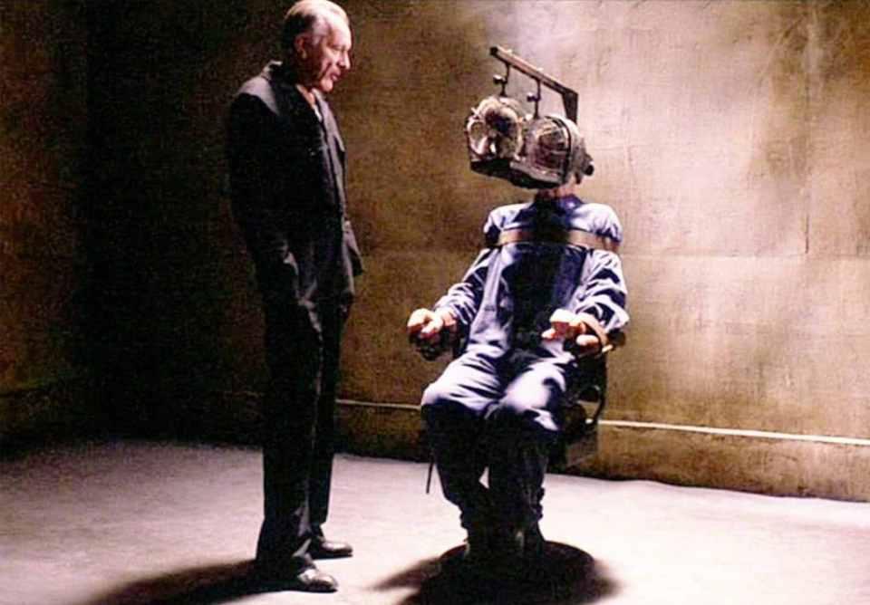 escena tortura de la adaptación cinematográfica 1984