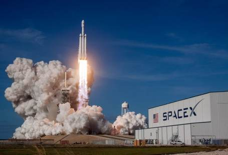 Imagen de lanzamiento del Falcon Heavy