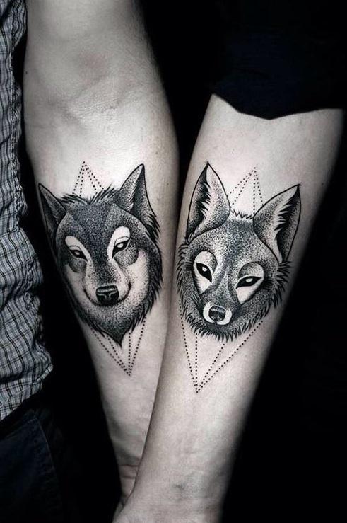 Tatuajes minimalistas de lobos 1