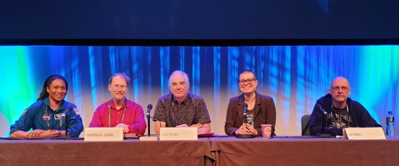 Panellists sitting behind the panel table. From left to right sit Jeanette Epps, Geoffrey A. Landis, Alan Smale, Becky Chambers, Ian Sales