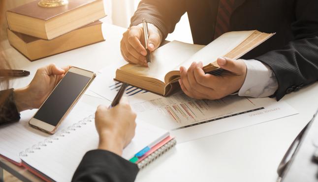 Cuáles son las principales funciones de un procurador