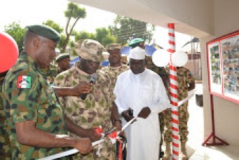 GOC 1 Div Maj Gen A Oyebade        (centre) flanked by Dr SG Adiya (right) and Comd 1 Bde Brig Gen GK    Nwosu     (left) during d cutting of tape.