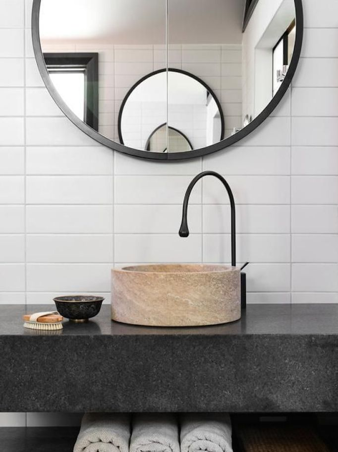 Bathroom-black-faucet-3