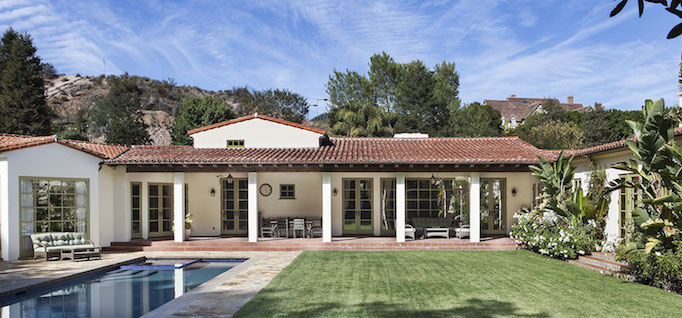 05-Exterior-Rear-Courtyard-with-Pool-pacific-palisades05-(1)