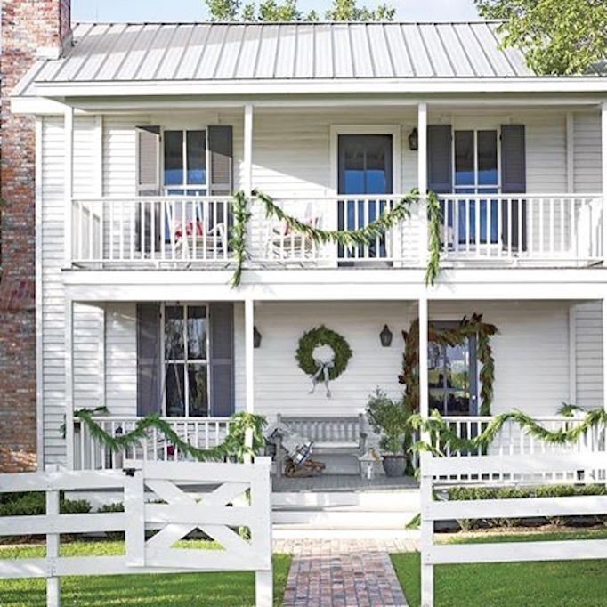 becki-owens-holiday-greenery-exterior