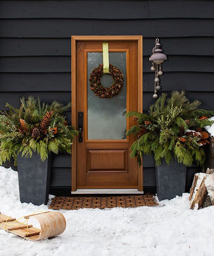 holiday-greenery-doorstep