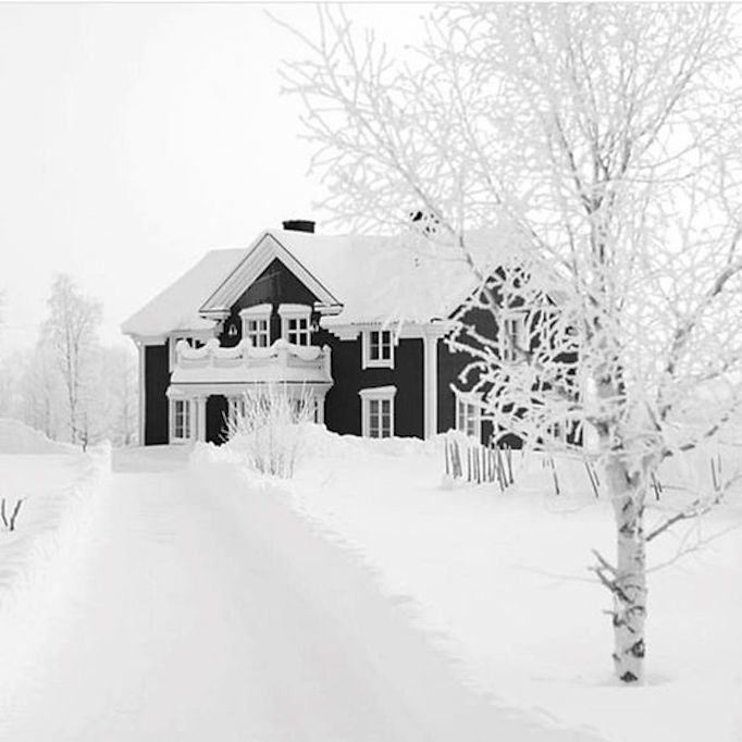 BECKI OWENS Black + White Exterior 9