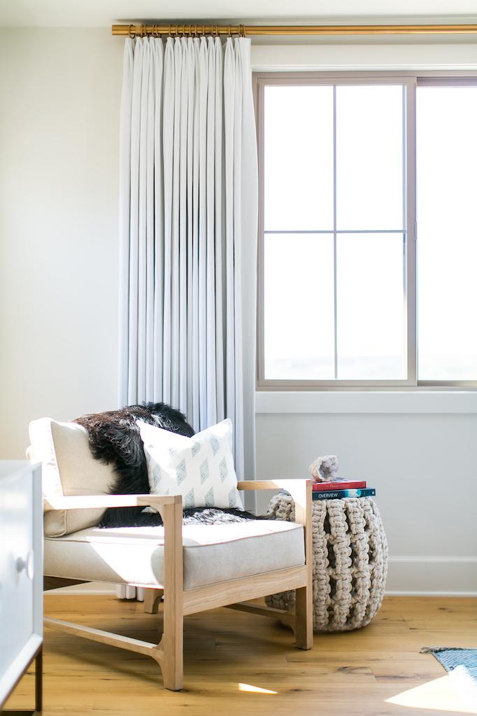 estillo-master-bedroom-becki-owens-7