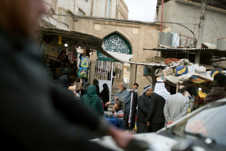 A busy street scene in Mosul's al-Jadidah disctrict.