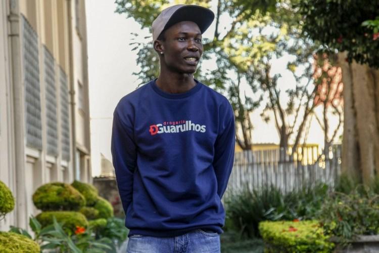Clement Kamano, 24, da Guiné, participou dos protestos de setembro de 2009, que acabaram com mais de 150 mortos. Temendo que pudesse ser morto, seu pai lhe comprou uma passagem para o Brasil
