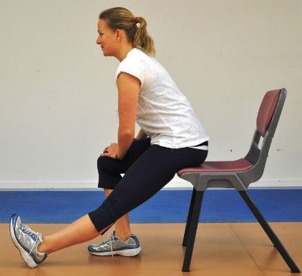 Alongamentos e movimentos sentado