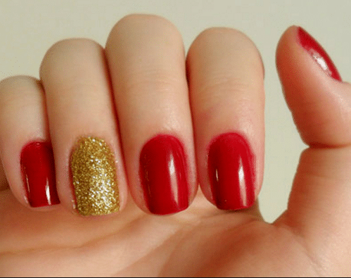 unhas vermelhas brilhantes