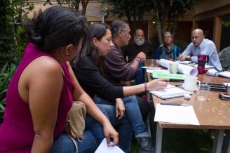 Sesión de discusión entre movimientos