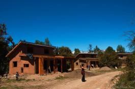 Vista de la obra de casas de construcción natural