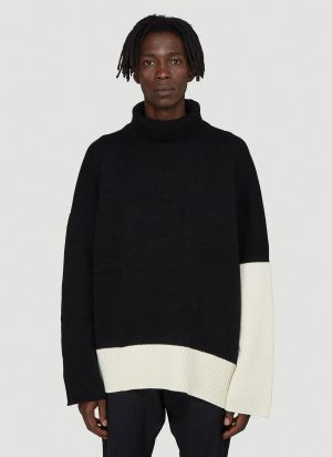 Sulvam Contrast-Panel Knitted Sweater in Black